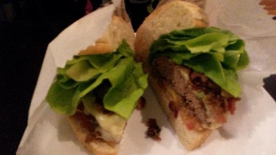 X-Salada com bacon e queijo provolone (tamanho jr)