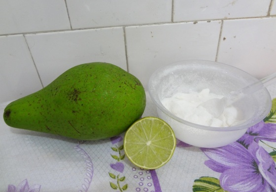 abacate com açúcar e limão