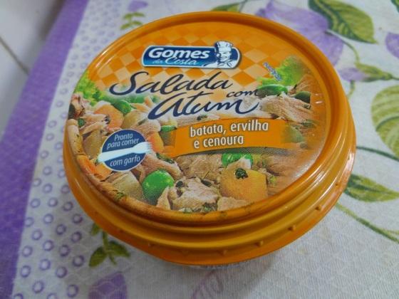 salada com atum, batata, ervilha e cenoura