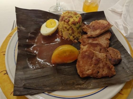 feijão tropeiro, filet mignon de porco