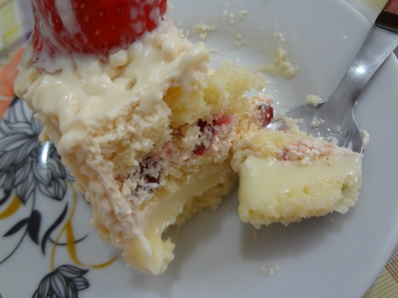bolo morango com leite condensado sodiê