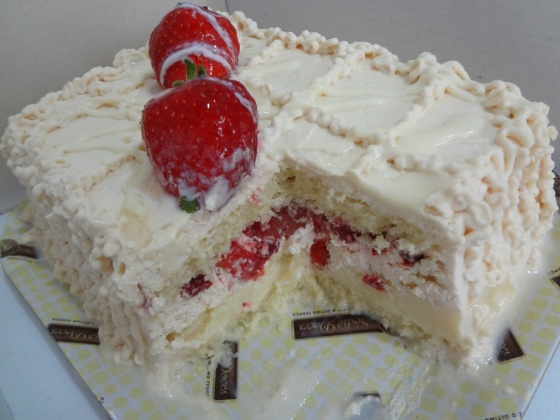 bolo de morango com leite condensado sodiê