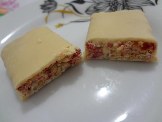 barrinha de cereal trio morango e chantilly