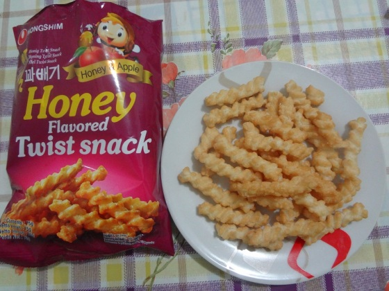 honey flavored twist snack nongshim