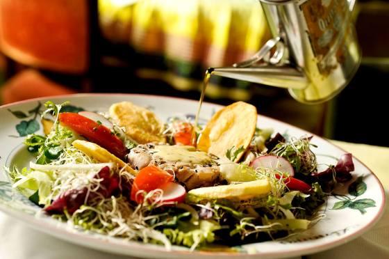 minigateau de atum com salada_mercearia do conde_créditos Tadeu Brunelli
