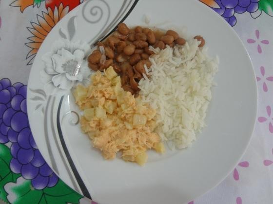 salada de salmão, batata e maionese
