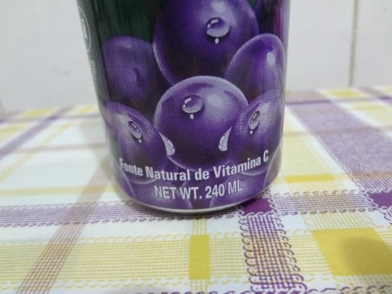 bebida uva roxa com pedaços de fruta bon bon