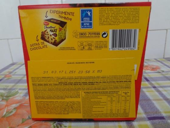 chocottone maxi com pedaços de morango bauducco